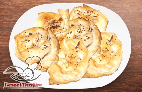 Peynirli Gül Böreği Tarifi